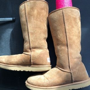 Classic UGGs Brown sz 8